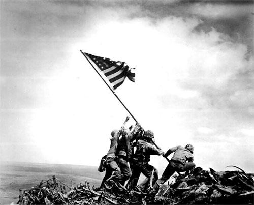 Foto ikonik pengibar bendera di Iwo Jima.