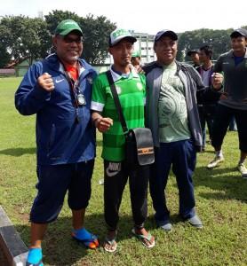 Renzha bersama Iwan Setiawan dan Choesnoel Farid.